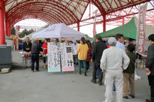 観光物産課/無料配布 豚汁・フランクフルトソーセージ