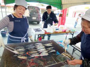 漁協女性部/イカ焼き・鰯焼き・カニせんべい汁